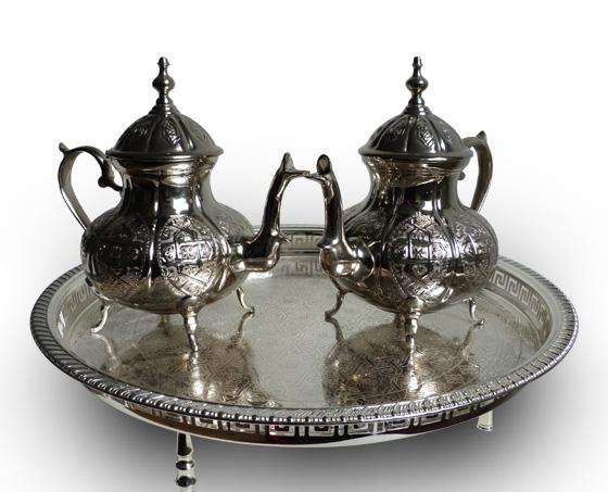 Marokkaanse theepotten op dienblad 1001 nacht